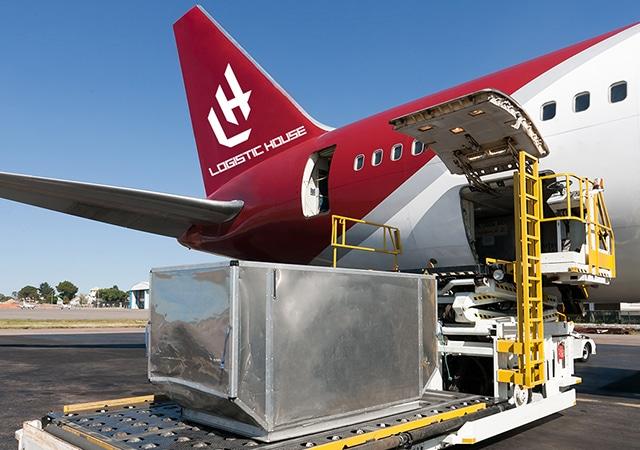 Avio Cargo transport robe